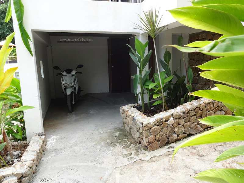 Photo 40 english private garage of scooters under the villa